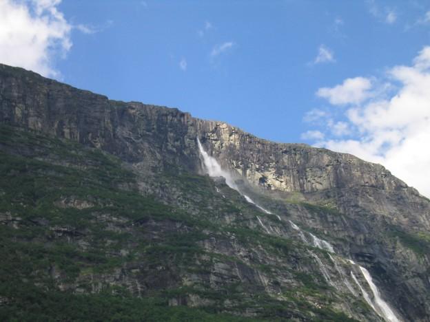 Vinnufossen-cascada-Noruega